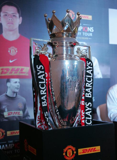 Cup Ngoại hạng Anh của Man Utd bị móp