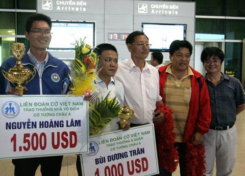 Hai nhà vô địch cờ tướng châu Á được đón chào nồng nhiệt