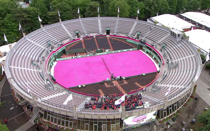 Sân Roland Garros được nhuộm hồng