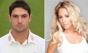 Đường cong mê hoặc của bạn gái sao cricket xấu số