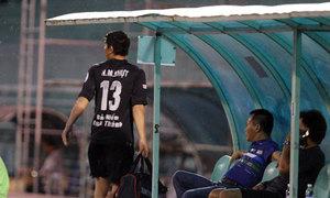 Sự cố Xuân Thành SG thi đấu không cần thủ môn dự bị