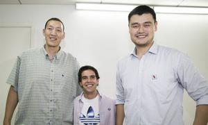 Kaka 'lọt thỏm' giữa hai người khổng lồ Trung Quốc