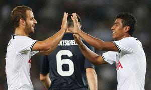 Tottenham đặt một chân vào vòng bảng Europa League