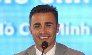 Cannavaro giao lưu với cầu thủ bóng đá đường phố Việt Nam