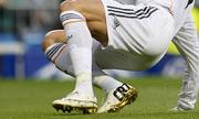 Cristiano Ronaldo đi giày dát vàng