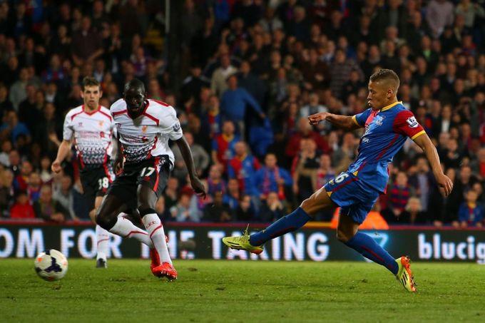 'Cơn ác mộng' của Liverpool vào đội hình tiêu biểu vòng 37