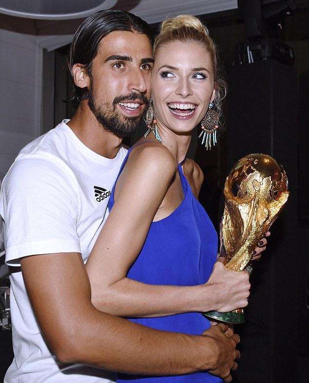 Đức mở tiệc mừng chiến thắng tại khách sạn