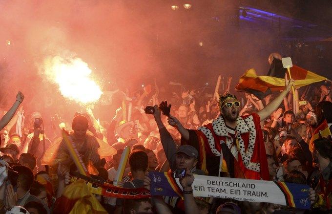 CĐV Đức 'đi bão' mừng chức vô địch World Cup 2014