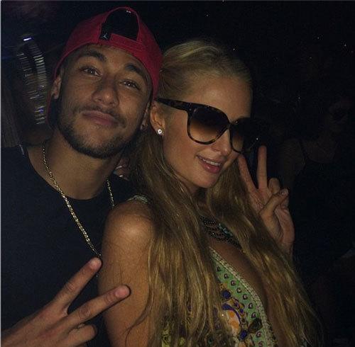 Neymar vui vẻ bên nữ hoàng tiệc tùng Paris Hilton