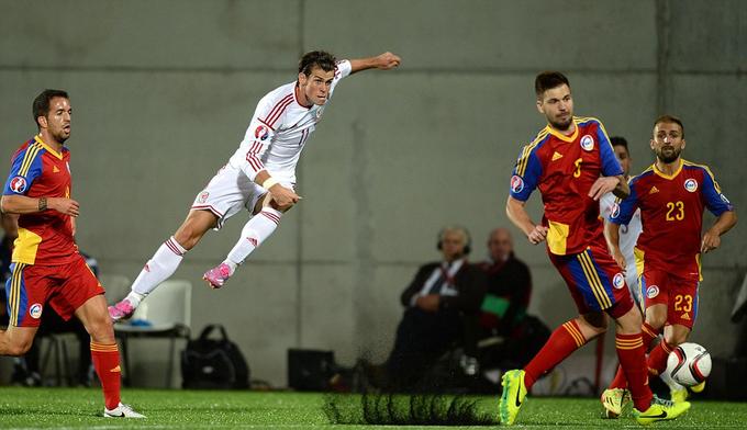 Bale đóng vai người hùng trong ngày mở màn vòng loại Euro