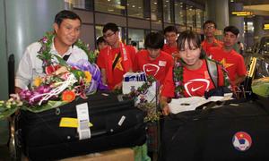 Tuyển nữ được chào đón khi trở về Việt Nam