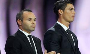 Iniesta vượt mặt Ronaldo giành giải Bàn chân vàng