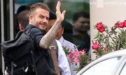 Beckham chia tay Việt Nam, fan cuồng chặn xe xin chữ ký