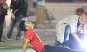 CĐV Sài Gòn vật vã khi đội tuyển thua đau ở AFF Cup