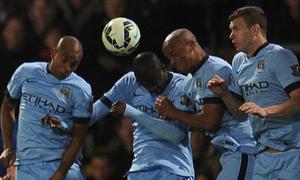 Yaya Toure bị chê nhát gan khiến Man City thua sốc