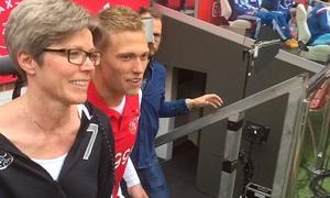 Đội bốn lần vô địch châu Âu mừng 'Ngày của mẹ'