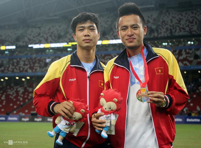 Việt Nam nhận HC đồng bóng đá nam SEA Games lần đầu trong 18 năm