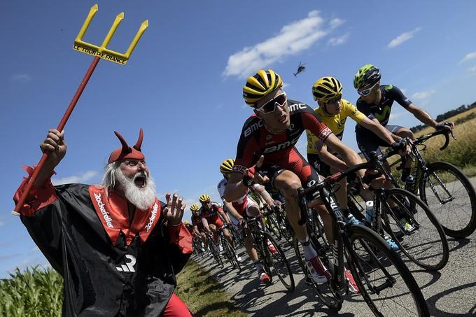 Những kiểu cổ vũ độc đáo ở Tour de France 2015
