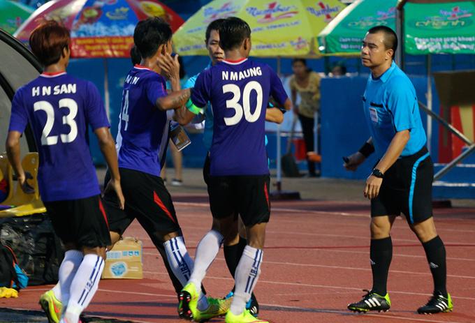 Đội bóng Myanmar vây đánh trọng tài Việt Nam, bỏ trận đấu ở BTV Cup