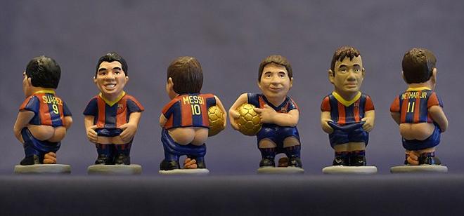 Ronaldo, Messi, Neymar bị dựng tượng trong tư thế nhạy cảm
