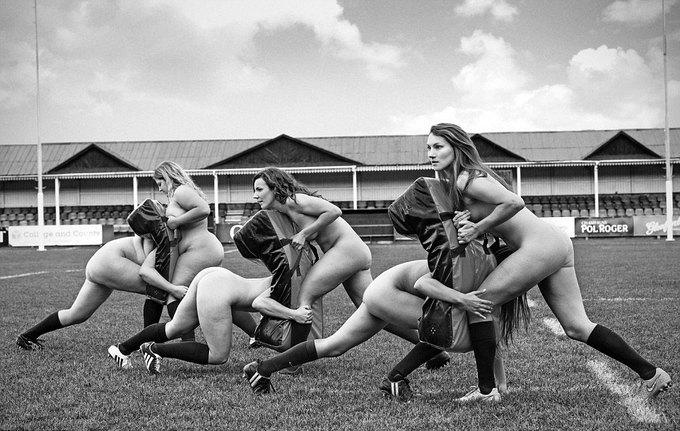 Đội rugby nữ khoả thân để làm từ thiện