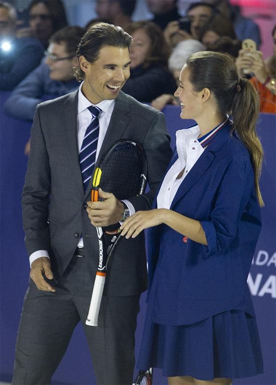 Nadal hớn hở bên bồ cũ của Puyol