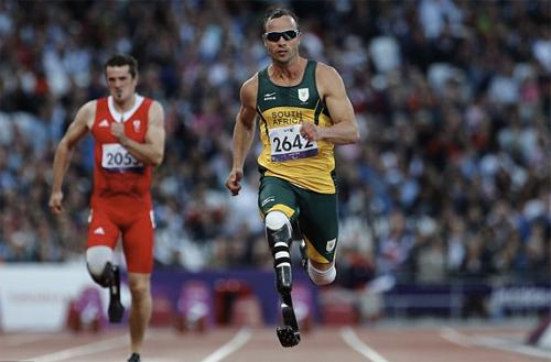 Pistorius từng được xem là người hùng thể thao của Nam Phi, giành HC vàng ở các kỳ Thế vận hội dành cho người khuyết tật năm 2004, 2008 và 2012. Ảnh: AP.