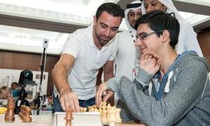 Xavi 'dạo chơi' ở giải cờ vua Qatar Masters Open