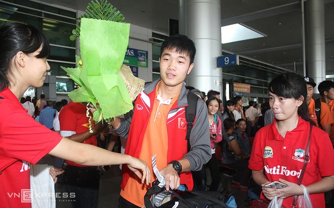 Người hâm mộ đón U23 Việt Nam trở về
