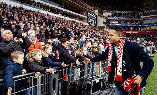 Depay trở lại chia tay CĐV PSV sau hơn nửa năm đá cho Man Utd