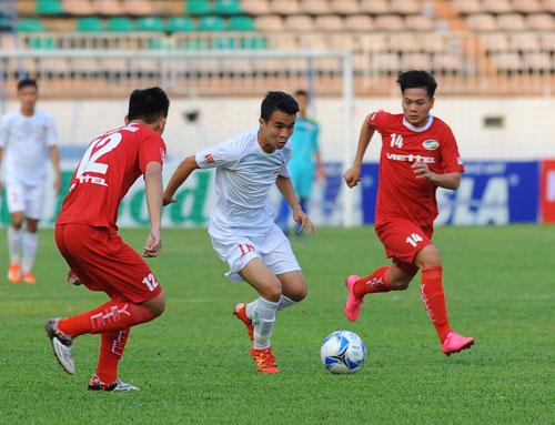 HAGL (trắng) và Viettel đều là hai trung tâm đào tạo tốt bậc nhất Việt Nam hiện nay. Ảnh: Đức Đồng.