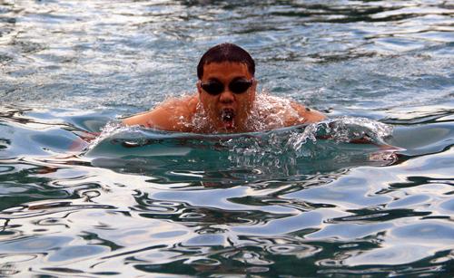 Ngô Quang Thảo tập thử ở hồ bơi của khách sạn Hyatt Regency Đà Nẵng