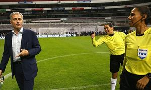 Mourinho thua trong ngày trở lại băng ghế HLV