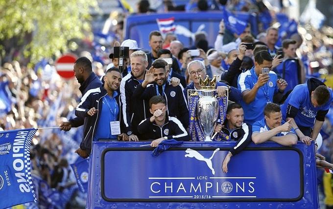 240.000 người xuống đường đón Cup vô địch cùng Leicester