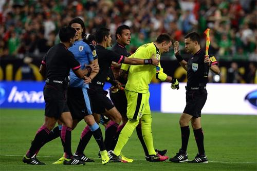 vang-suarez-uruguay-khoi-dau-bang-that-bai-o-copa-america-2016-1
