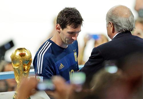 argentina-va-ganh-nang-vinh-quang-o-copa-america-2016-1