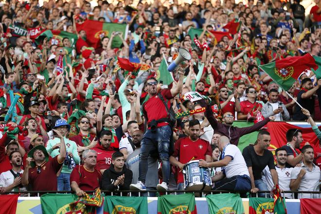 Mỹ nhân Croatia khoe sắc, CĐV Bồ Đào Nha sướng vui - ảnh thể thao