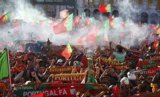 CĐV Bồ Đào Nha đại náo mừng đội nhà vô địch Euro 2016