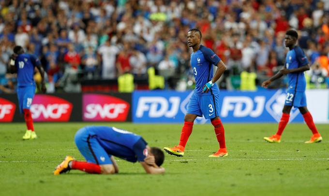 Cầu thủ Pháp khóc nức nở khi tuột chức vô địch Euro 2016