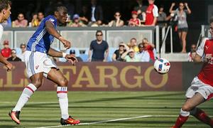 Arsenal chiến thắng dù để Drogba ghi bàn