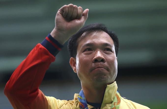 Hoàng Xuân Vinh rớm nước mắt khi giành HC vàng Olympic