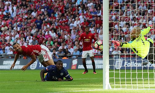 mourinho-tri-an-van-gaal-khi-man-utd-doat-sieu-cup-anh-1