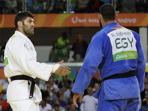 vdv-judo-ai-cap-tu-choi-bat-tay-vo-si-israel-sau-that-bai-o-olympic