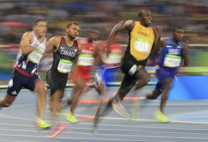 Usain Bolt vừa chạy vừa chờ đối thủ vẫn về nhất 200m ở Olympic
