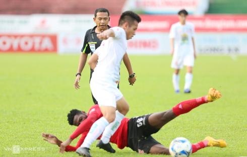 cac-hlv-o-v-league-khen-trong-tai-ngoai-cong-tam-1