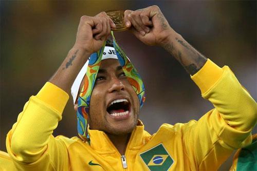 neymar-tu-bo-bang-doi-truong-brazil-ngay-sau-khi-vo-dich-olympic