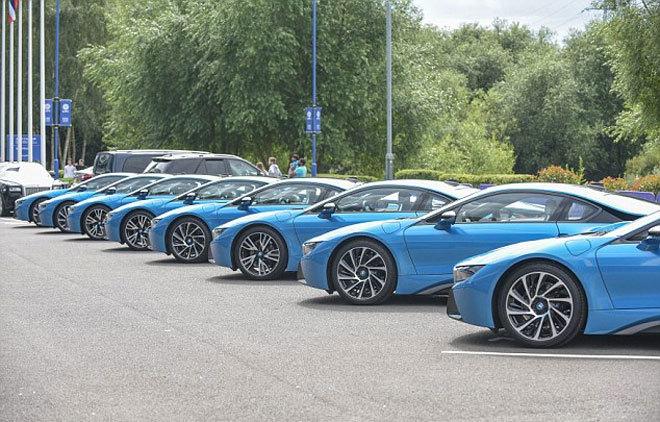 Các cầu thủ Leicester khổ sở vì xe giống nhau