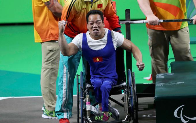 Đô cử Việt Nam nghẹn ngào khi nhận HC vàng Paralympic 2016