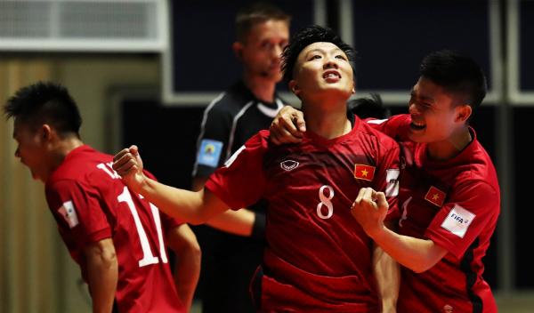 viet-nam-gianh-chien-thang-gay-soc-tran-ra-quan-futsal-world-cup-2016-page-2-1