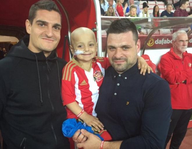 Everton tặng 260.000 đôla cho CĐV đối phương chữa ung thư